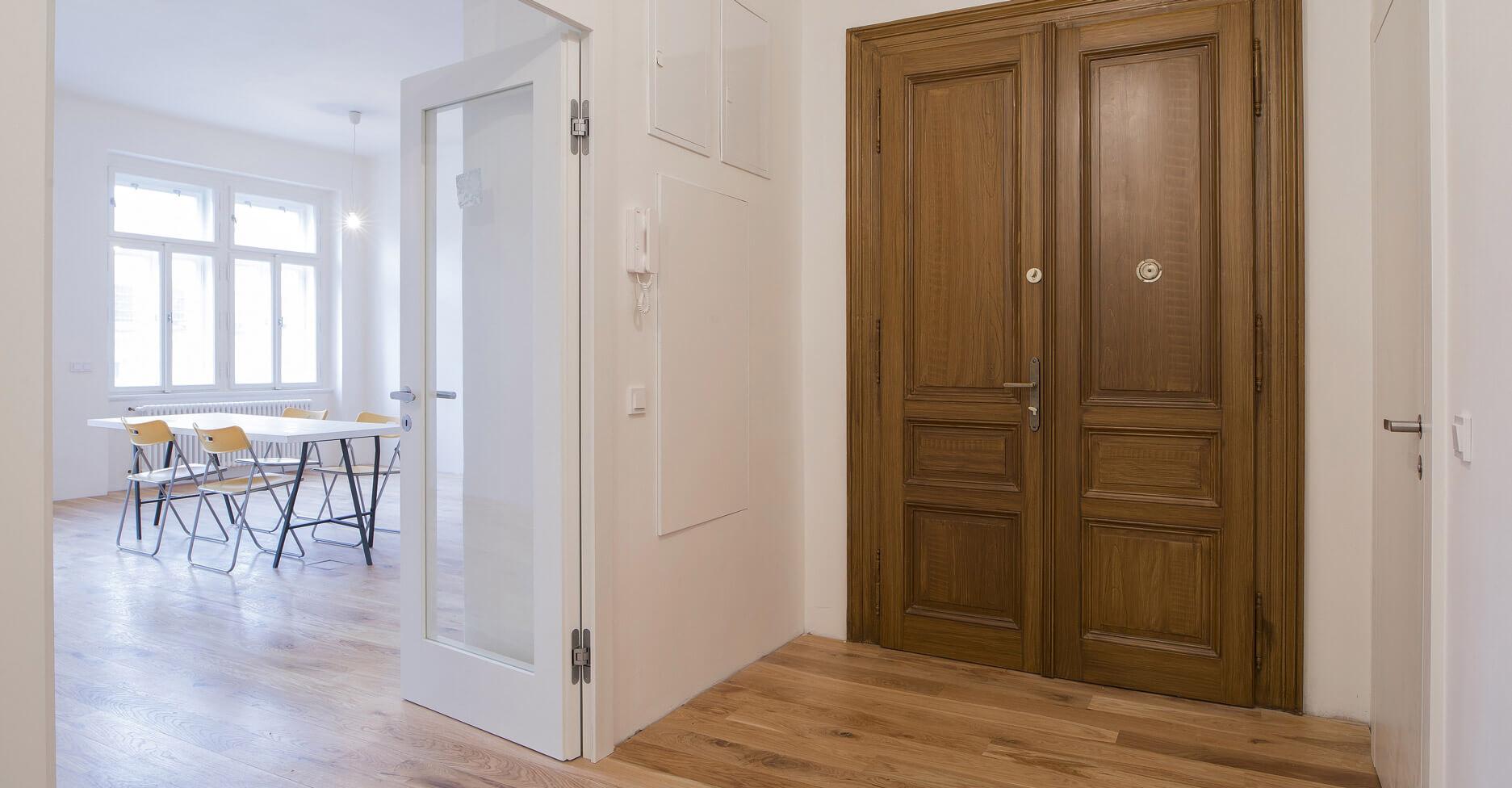 Rekonstrukce domu Praha, Anděl - vstupní dveře