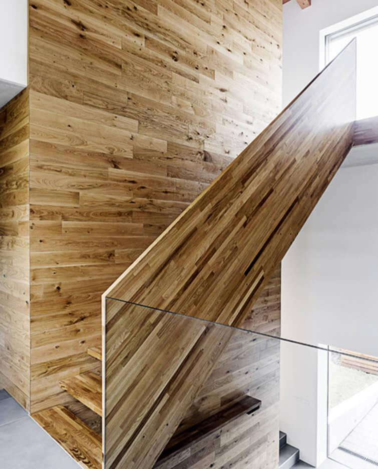 stavba dřevěného schodiště